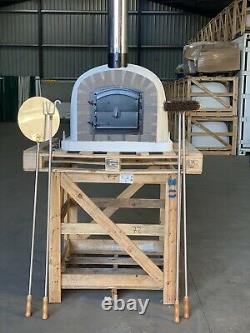 80x80cm Brick Outdoor Wood Fired Pizza Ovens Chrome Flute And Cap