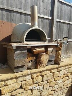 Four À Pizza En Bois D'extérieur En Brique